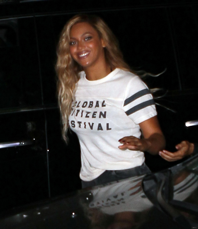 Beyoncé > Apariciones en público <Candids> [III] - Página 49 26-09-2015gcfafterparty_5