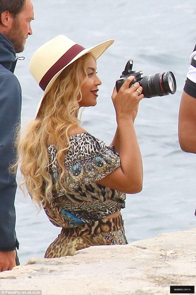 Beyoncé > Apariciones en público <Candids> [III] - Página 49 2C62587000000578-3237071-image-a-1_1442417996705