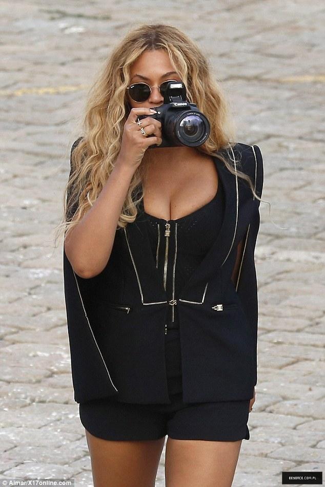 Beyoncé > Apariciones en público <Candids> [III] - Página 49 2C695D7000000578-3238156-image-a-95_1442482685242