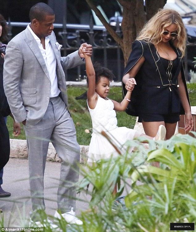 Beyoncé > Apariciones en público <Candids> [III] - Página 49 2C6962B500000578-3238156-image-m-109_1442482994476
