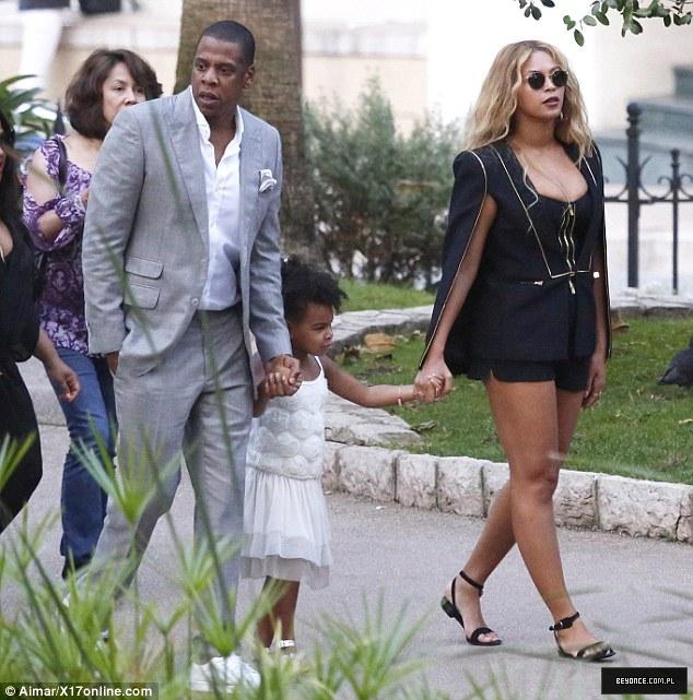 Beyoncé > Apariciones en público <Candids> [III] - Página 49 2C69641200000578-3238156-image-m-104_1442482896810