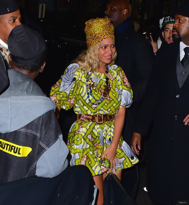 Beyoncé > Apariciones en público <Candids> [III] - Página 50 31-10-2015nightclub_1