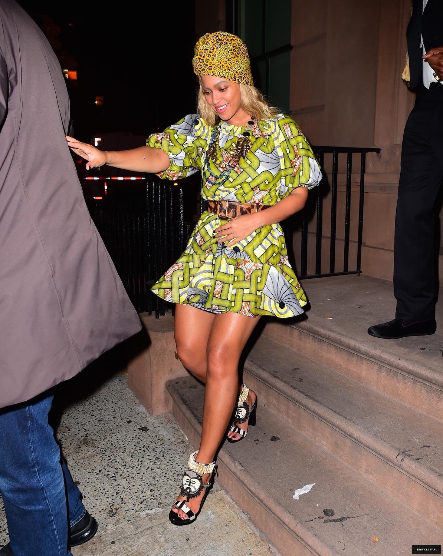 Beyoncé > Apariciones en público <Candids> [III] - Página 50 31-10-2015restaurantl_16