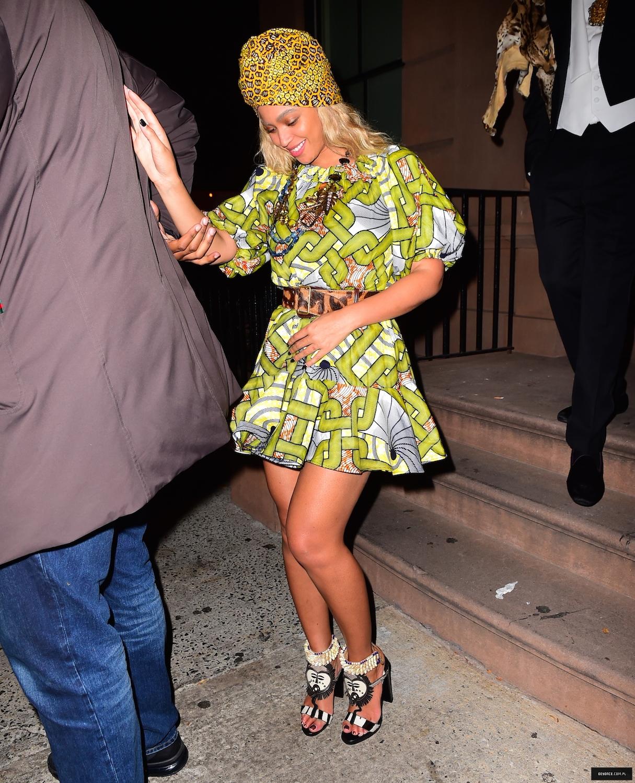 Beyoncé > Apariciones en público <Candids> [III] - Página 50 31-10-2015restaurantl_24