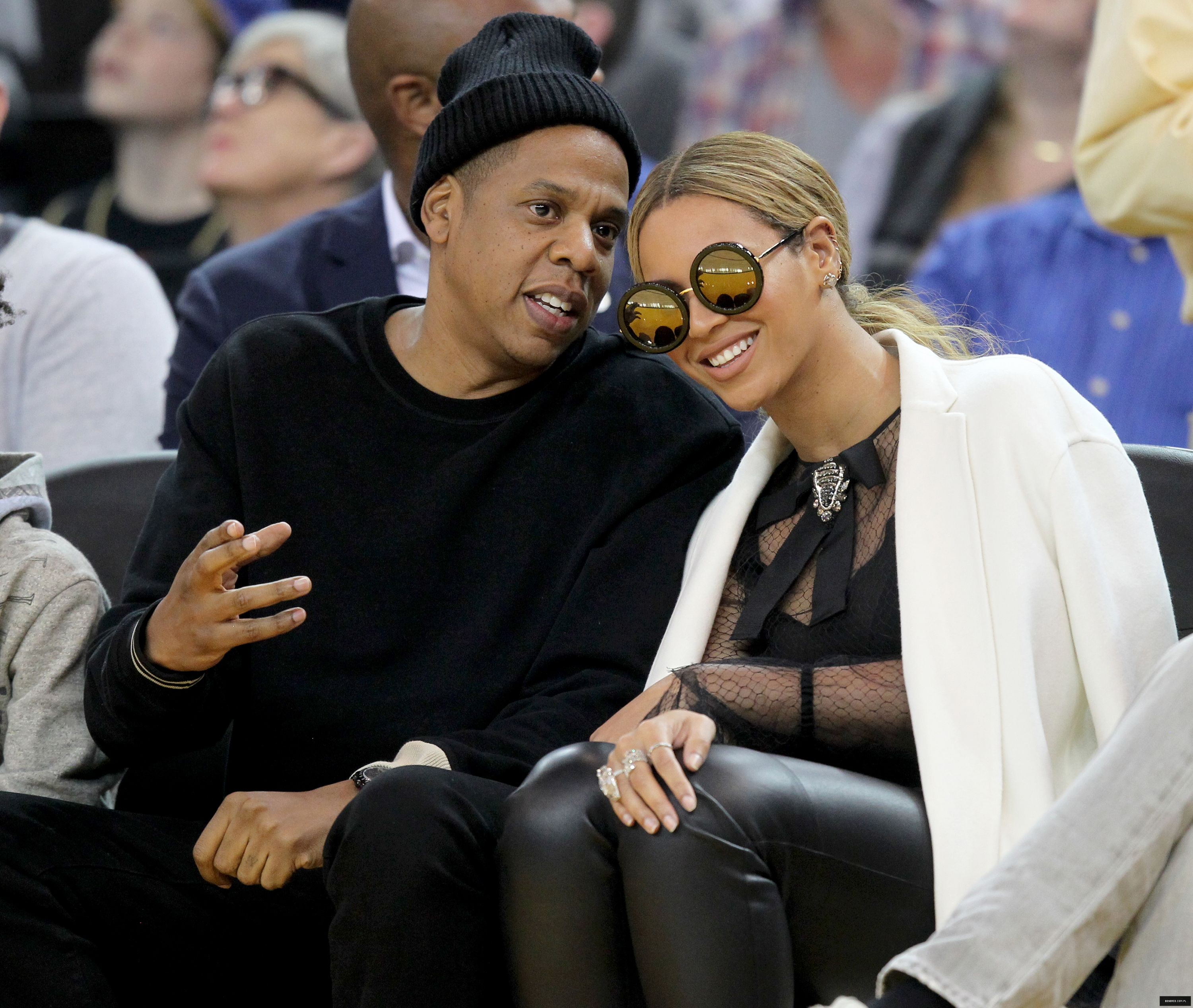 Beyoncé > Apariciones en público <Candids> [IV] SPORTS_BKN-THUNDER-WARRIORS_1_OX