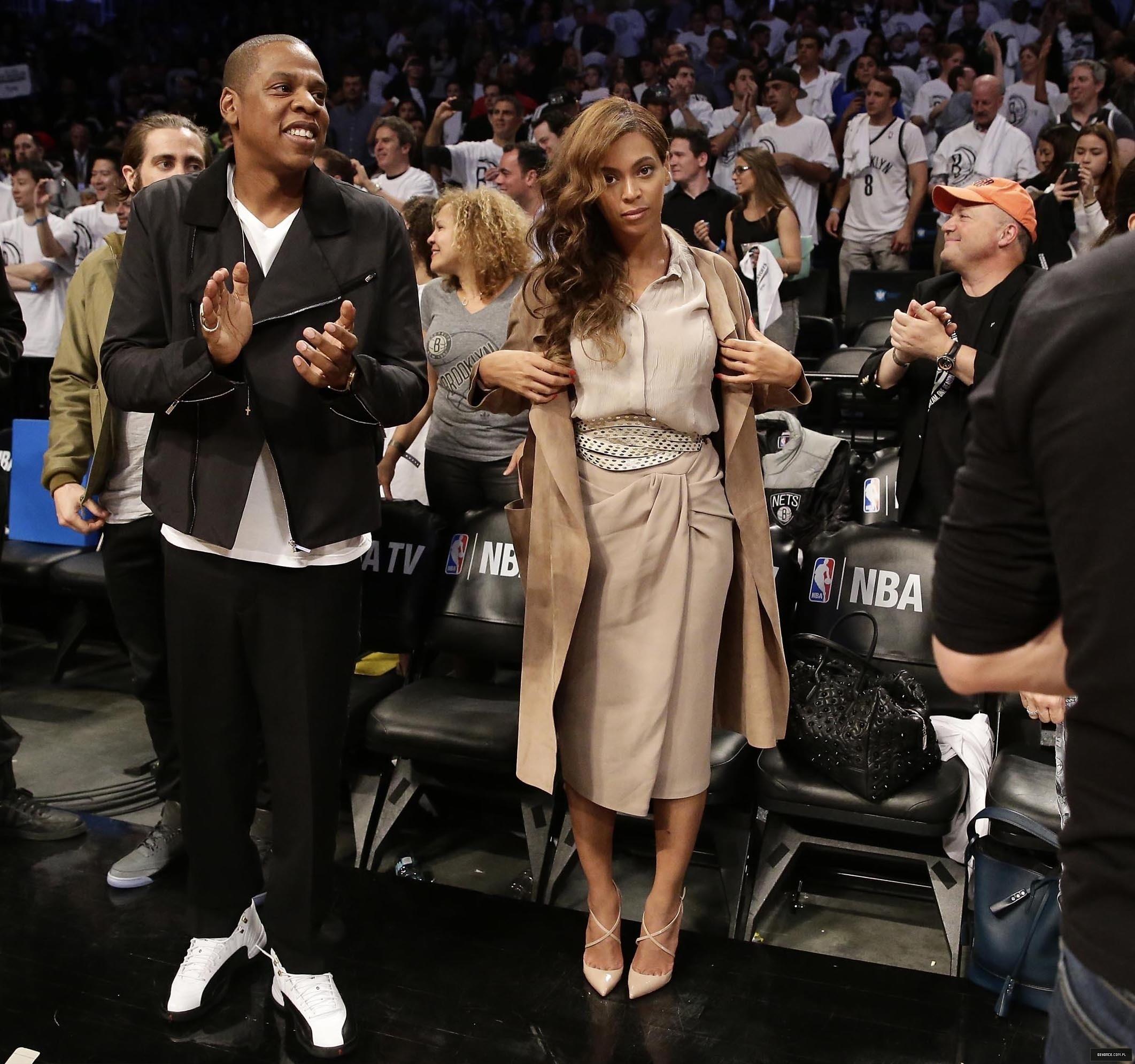 Beyoncé > Apariciones en público <Candids> [III] - Página 26 Miami-brooklyn-game2014_2_1