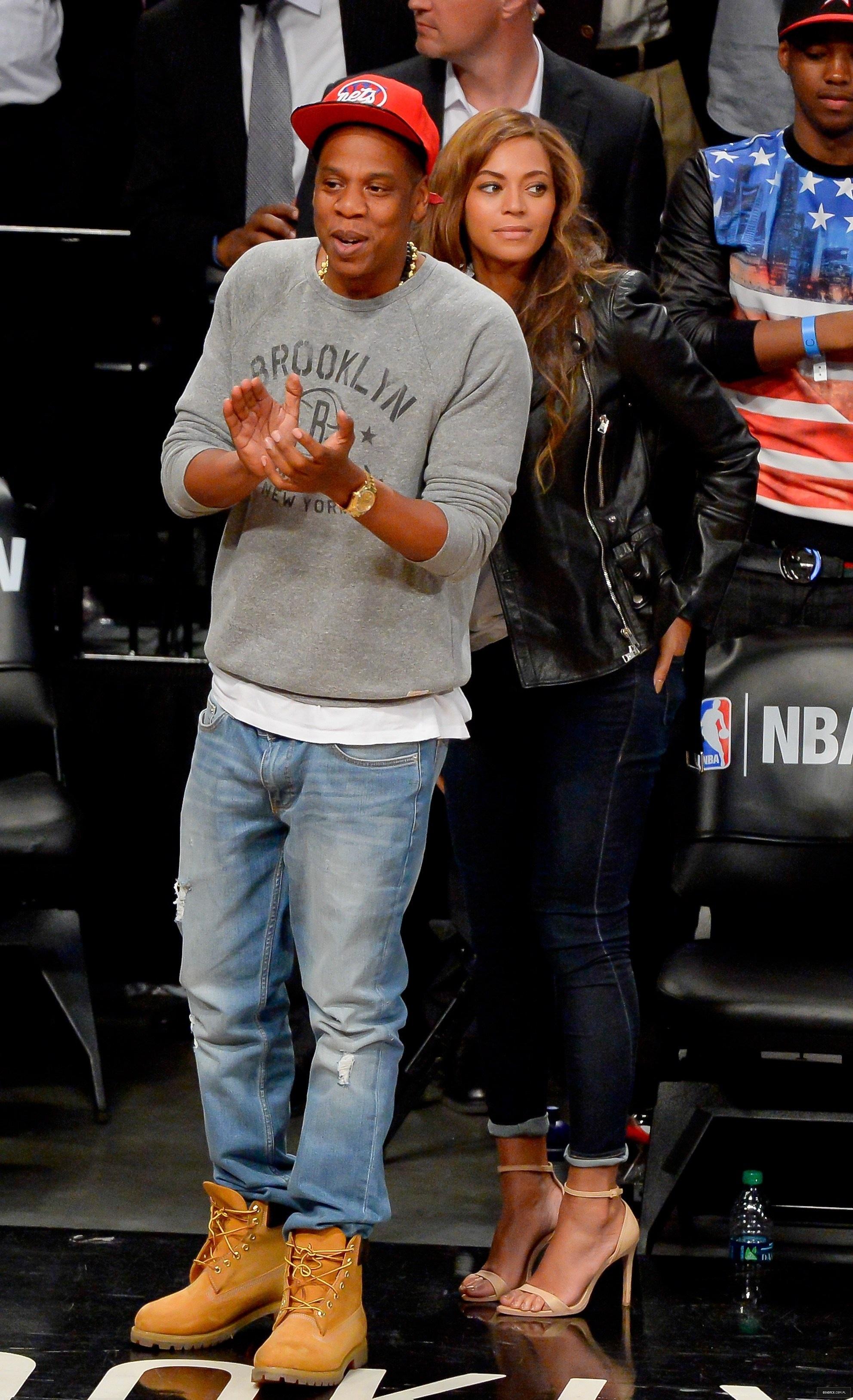 Beyoncé > Apariciones en público <Candids> [III] - Página 25 Toronto-brooklyn_game2_3