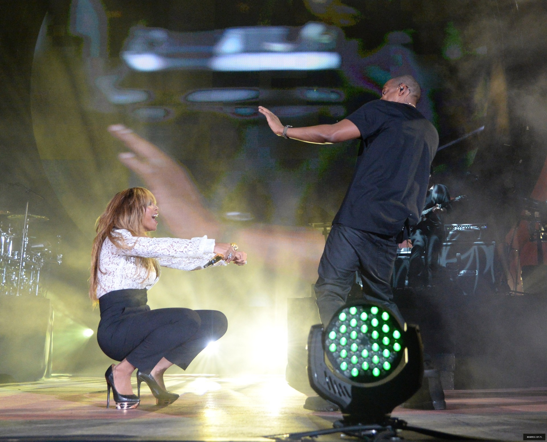 "Beyoncé & JAY-Z: ""On The Run Tour"" [VIDEO PROMO TOUR PÁG. 5] - Página 29 515239945LL283_2014_Global_"