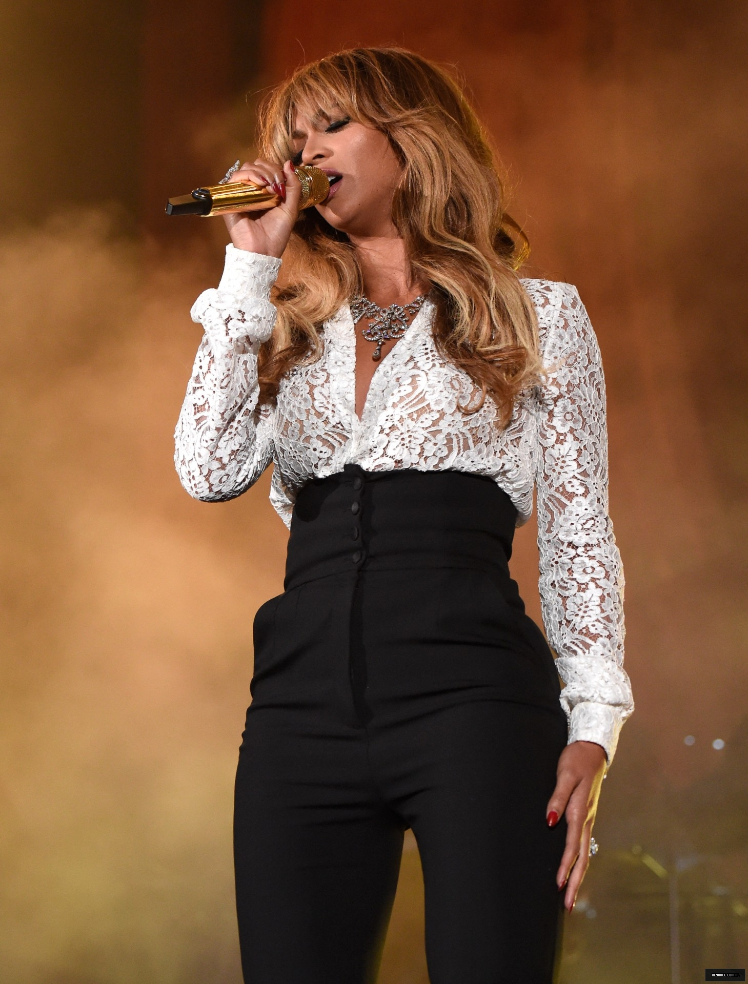 "Beyoncé & JAY-Z: ""On The Run Tour"" [VIDEO PROMO TOUR PÁG. 5] - Página 29 515239945LL290_2014_Global_"