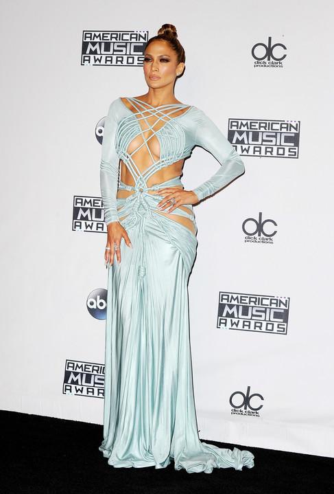 JLo Imágenes >> Apariciones, paparazzi, candids... - Página 20 Normal_Jennifer_Lopez_American_Music_Awards_2015_56