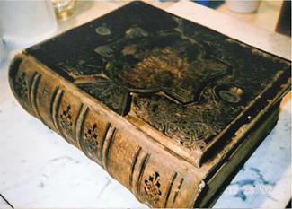 السوق الاسباني Old_bible_for_sale