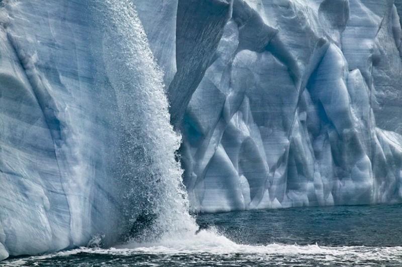 Огромные водопады в ледниках заповедника Свальбард Svalbard-4-800x532
