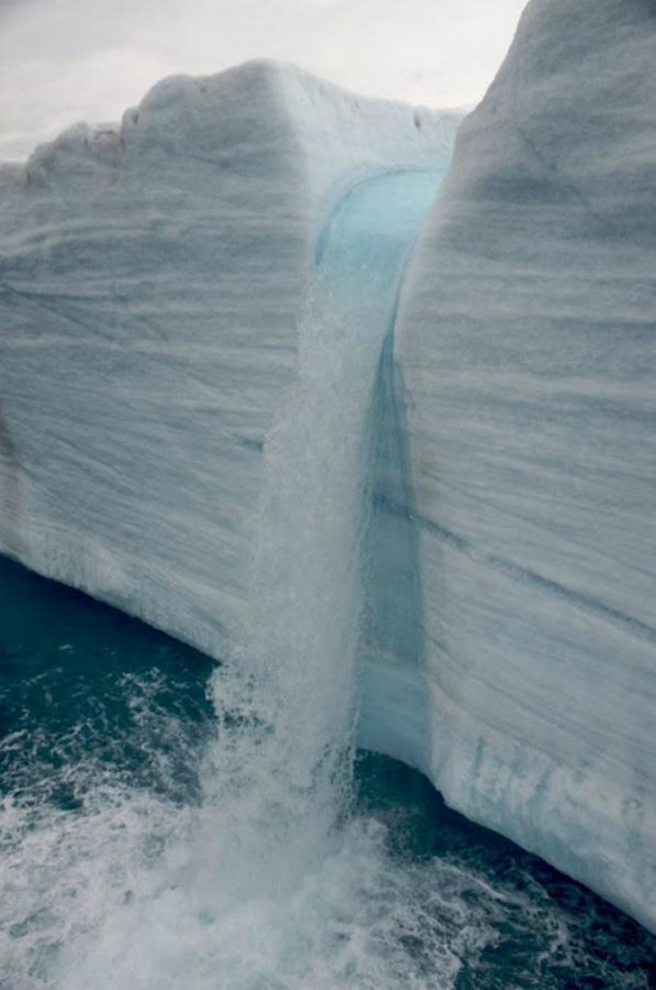 Огромные водопады в ледниках заповедника Свальбард Svalbard-7