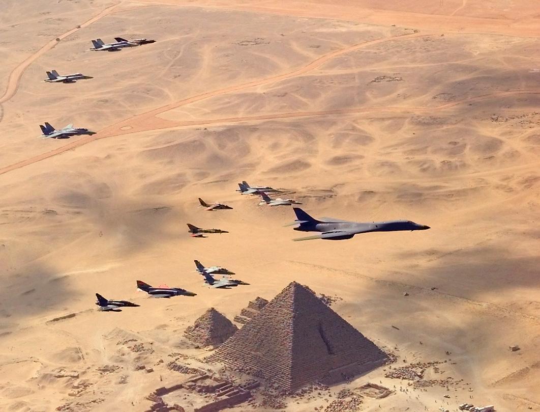 القوات المسلحه المصريه.(شامل) B1-B_with_Pyramids_01