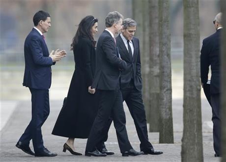 George Clooney to meet with Angela Merkel in Berlin 460x