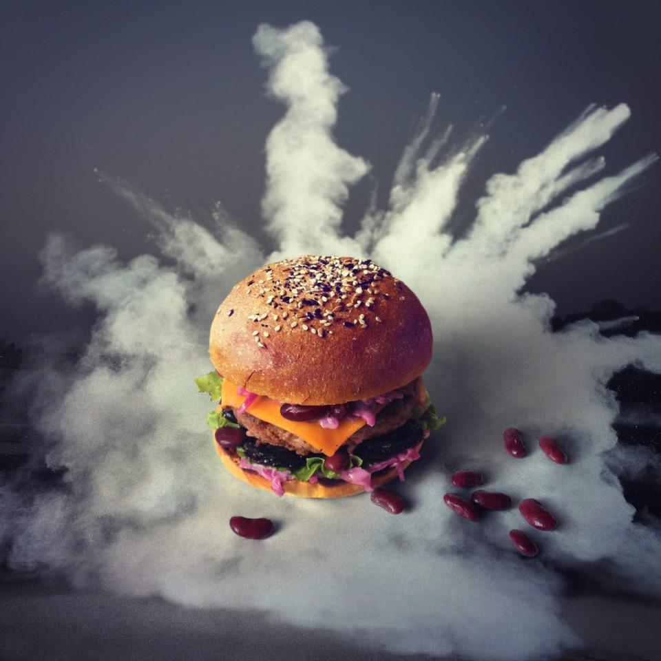 CK's Food  - Page 4 Black_Pizza_Fat_and_Furious_Burger_The_FARTFURIOUS_Burger-960x960