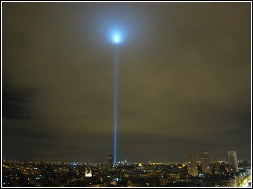 Les lasers de discothèques - Page 2 Nuit-blanche-phare-montparnasse-2
