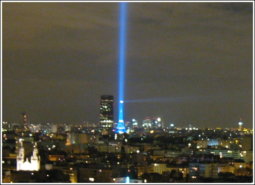 Les lasers de discothèques - Page 2 Nuit-blanche-phare-montparnasse-detail