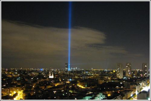 Les lasers de discothèques - Page 2 Nuit-blanche-phare-montparnasse