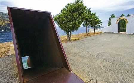 Laurent Cahard Costa-brava-portbou-monument-walter-benjamin-cimetiere