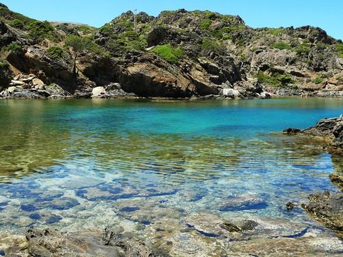 insolite ? La mer dans tous ses états !  Cala-jugadora-agua-orilla-cadaques-costa-brava