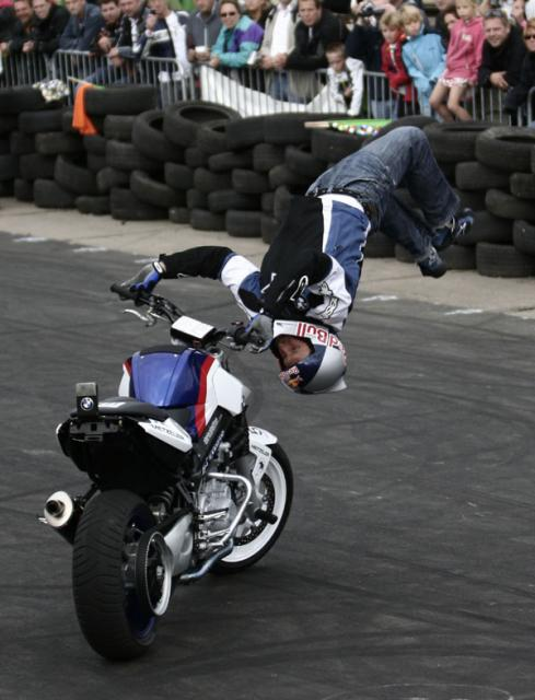 Mobylette D-55 Chris-pfeiffer-stunt-bmw-switchback-donuts