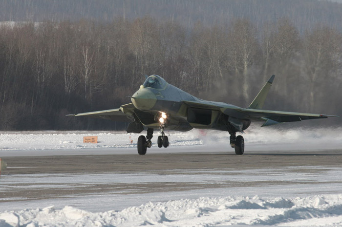 7 سبع كوابيس هندية.....هزت عرش المارخور الباكستاني  Sukhoi-pak-fa-t-50-first-flight-2
