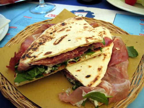 Spécialités culinaires Piadina-recheada