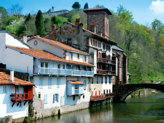 C'est de toute beauté : sites et lieux magnifiques de notre monde. France-pays_basque-st_jean_pied_de_port-01