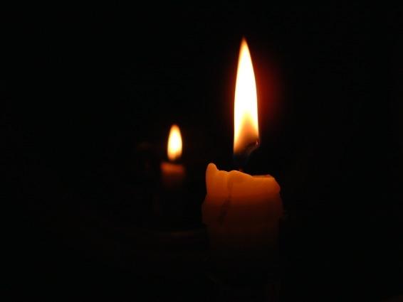 قلة هي الشموع التي تحترق لتنير الطريق لغيرها Candle2