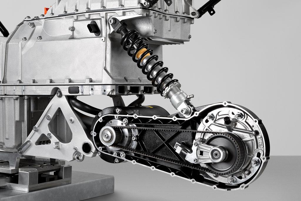 Le BMW C Evolution, est fin pret ... 072712-bmw-c-evolution-scooter-prototype-04