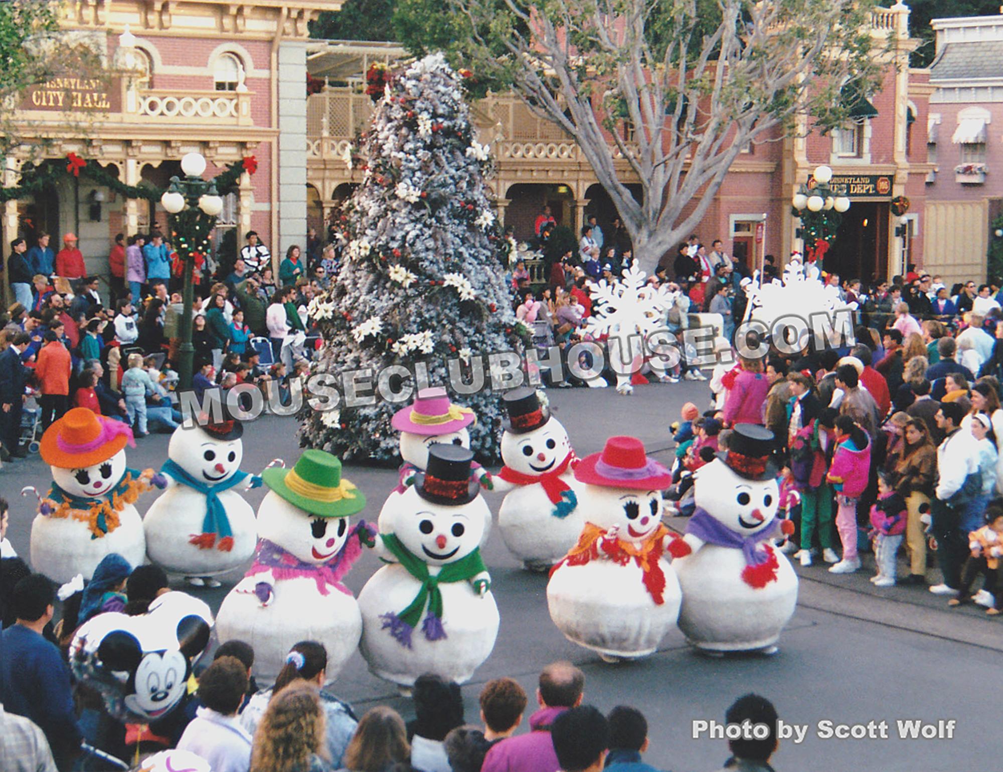 Anciennes Parades des Resorts Américains Very-Merry-Christmas-1992-snowmen