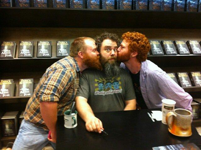 La Mesa pide: - Página 2 Beardy-redheaded-kiss