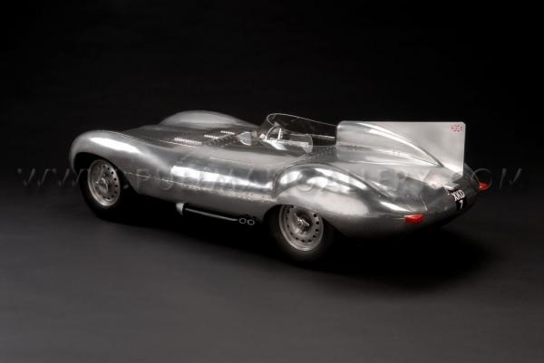 John Elwell - maquettes automobiles au 1:4 John_elwell_shortnose-jaguar-d-type_03