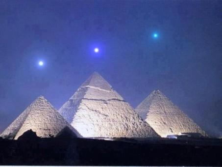 2012 and the Pyramids At Giza PlanetsoverGiza