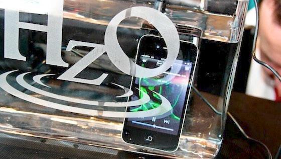 Apple pode estar pensando em adotar tecnologia que torne o iPhone à prova d'água Hzo_iphone