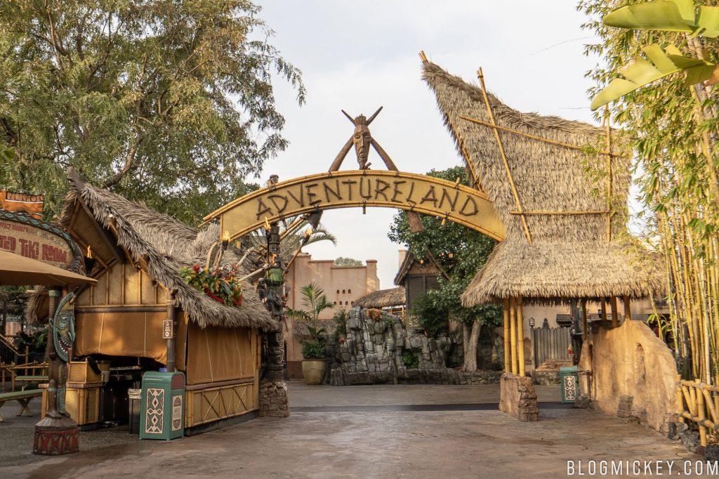 Disneyland Resort en général - le coin des petites infos - Page 7 Disneyland-adventureland-sign-1-1024x682