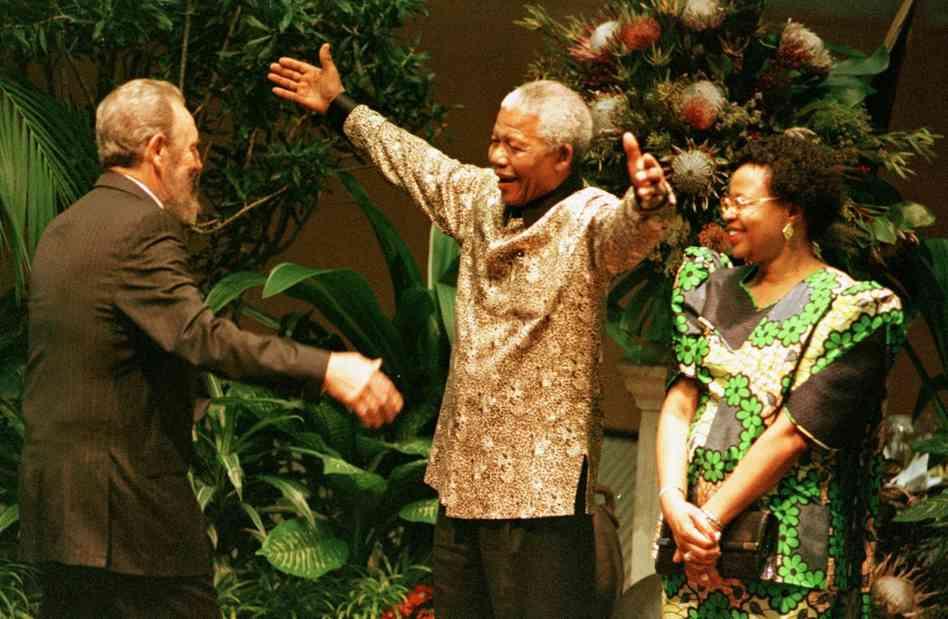 Ha muerto Fidel Castro. Mandelafidel-castro