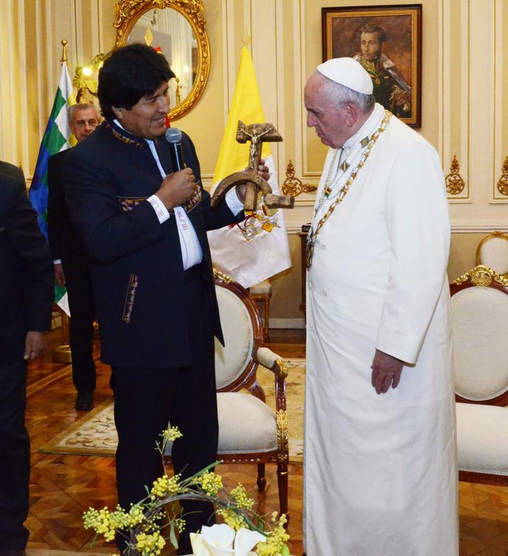 novo código penal na bolívia Evo-y-papa