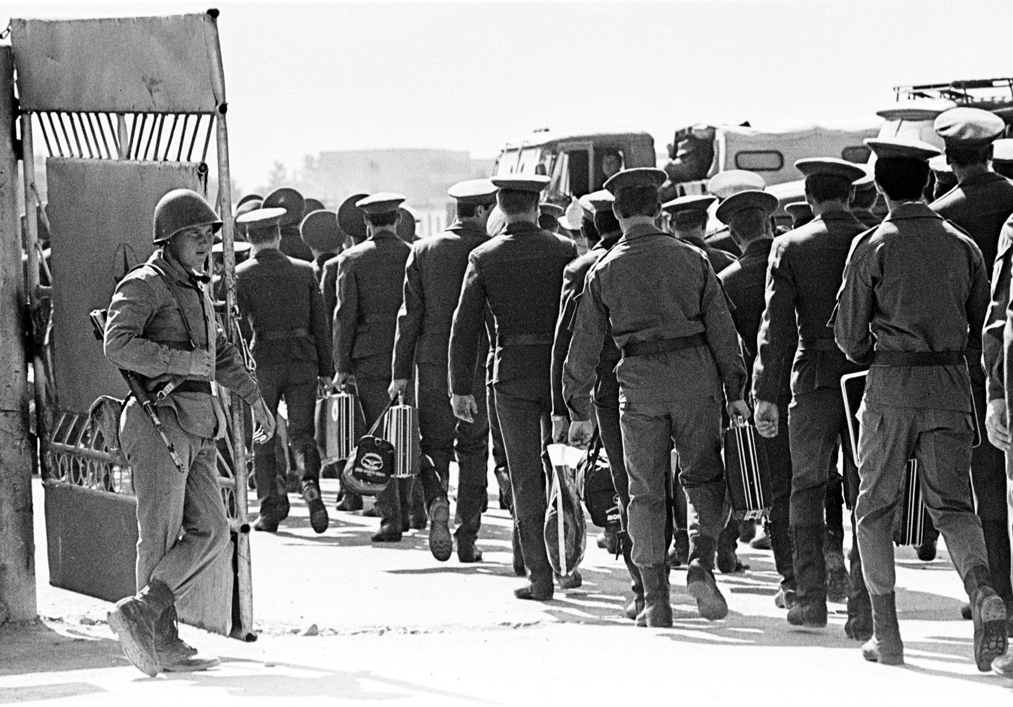 Soviet Afghanistan war - Page 6 Afghan-soviet-exit