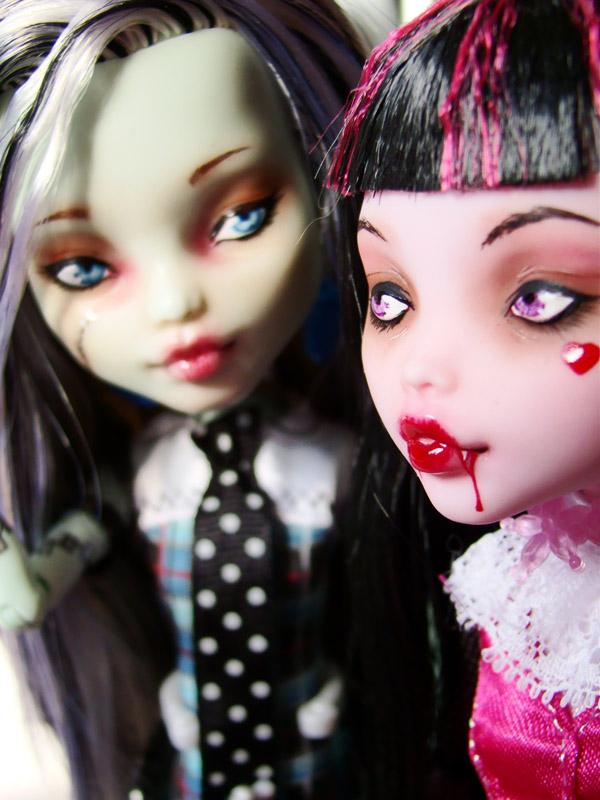 Nos demoiselles (Monster High custo) DSC03332