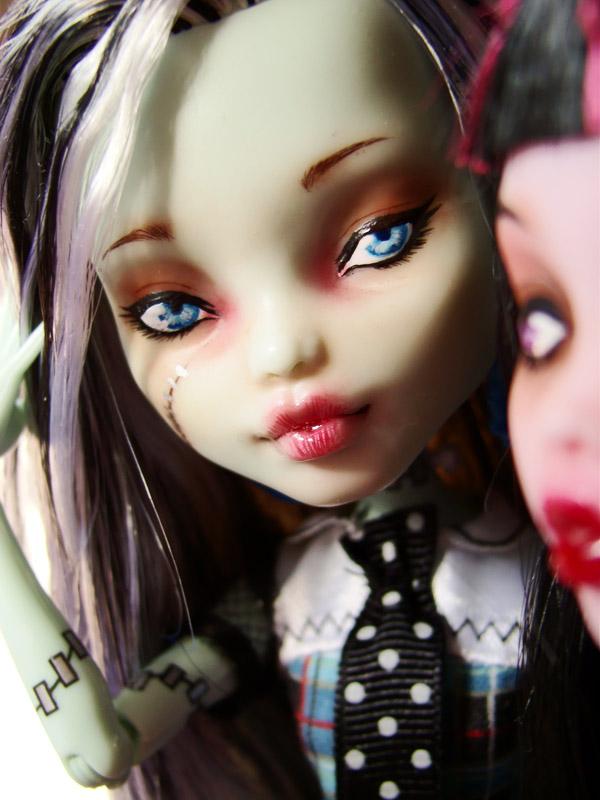 Nos demoiselles (Monster High custo) DSC03333