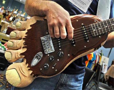 ¿cual es el INSTRUMENTO más FEO del mundo? Guitar04