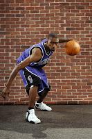 Eske genyen youn lot ayisyen ki ap jwe nan NBA ya? 71645000