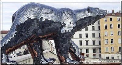 Photos : Des ours et des lions dans les rues de Lyon ! Biennale%20des%20ours%20quai%20de%20saone