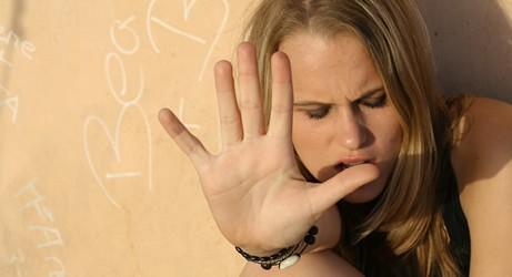 ١٠ عبارات يكرهها المراهقون Angry-teen-girl-461x250