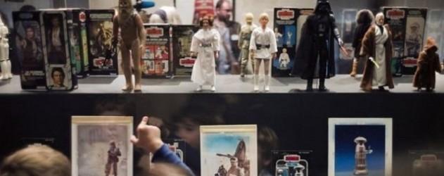 LES JOUETS STAR WARS - PARIS 1123773_des-enfants-visitent-l-exposition-consacree-a-star-wars-au-musee-des-arts-decoratifs-a-paris-le-4-octobre-2012-631x250