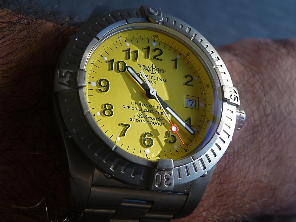 Quelle montre avec cadran jaune ? P1120019