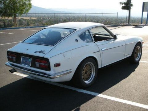 Anciennes voitures 1973_Datsun_240Z_with_300ZX_Turbo_Engine_Rear_1