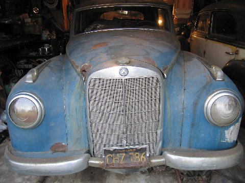 Bientôt une surprise ! 1952_Mercedes_Benz_300_Adenauer_Sedan_Barn_Find_Front